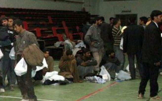 Με θυσίες αποτρέπουν το λουκέτο στον ξενώνα προσφύγων