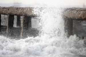 Αποκαθιστούν τις ζημιές που άφησαν πίσω οι νοτιάδες στα Χανιά
