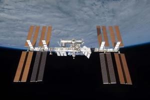Το πλήρωμα του «Σογιούζ» έφθασε στο διεθνή διαστημικό Σταθμό