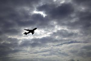 Τεχνολογία επένδυσης αποσκευών μειώνει τον κίνδυνο από έκρηξη βόμβας σε αεροπλάνο