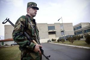 Ένταση προκαλεί στο Κόσοβο η απαγόρευση εισόδου Σέρβων πολιτικών