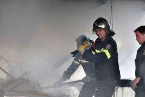 Παραμένουν πυροσβεστικές δυνάμεις στην Πολιτεία