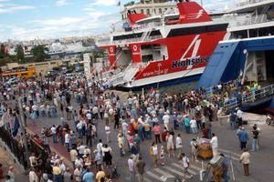 Οξύνονται οι κόντρες στο λιμάνι