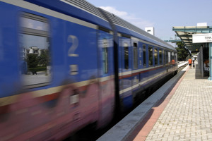 Τρένο παρέσυρε και σκότωσε πεζή