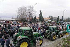 Στους δρόμους με τα τρακτέρ οι αγρότες στη Βόρεια Ελλάδα