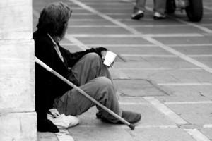 «Το φτωχότερο 10% στην Ελλάδα έχασε 15% του εισοδήματός του»