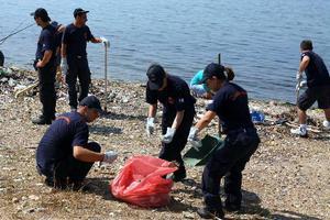 Εργασίες καθαριότητας στη περιοχή του ΣΕΦ