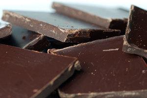Μαύρη σοκολάτα με γέμιση... σαλμονέλα