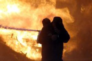 Φωτιά τα ξημερώματα σε εργοστάσιο επίπλων