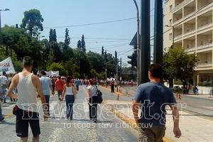 Στιγμιότυπα από την πορεία στη Βουλή