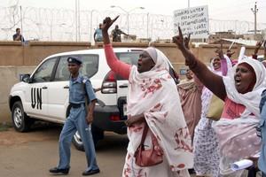 Καταγγελίες για ομαδικό βιασμό στο Σουδάν