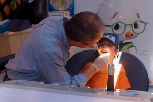 Μεταδοτικός ο φόβος του μπαμπά για τον οδοντίατρο