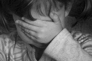Ένα 8χρονο κοριτσάκι βρέθηκε κλειδωμένο σε κλουβί