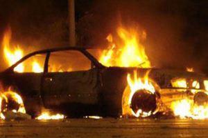 Κάηκαν αυτοκίνητα στα Εξάρχεια