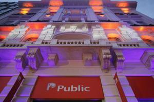 Νέα καταστήματα ανοίγει το Public