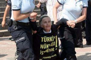 Τουρκική αστυνομία εναντίον Greenpeace