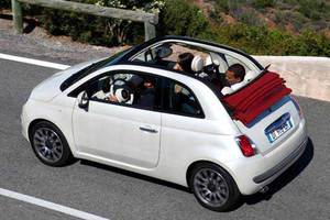 Οδήγηση σε κάμπριο αυτοκίνητο