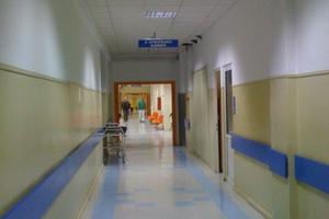 Σε νοσοκομείο ποδοσφαιριστές μετά από επεισόδια στο Άγιος Λουκάς-Πετριάς