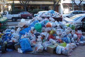 Τα σκουπίδια «πνίγουν» το Γύθειο