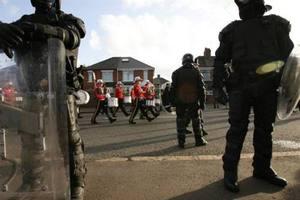 «Θρησκευτικές» ταραχές στην Β. Ιρλανδία
