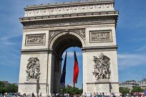 Η πρώτη δημοσκόπηση στη Γαλλία μετά τη σύλληψη Στρος Καν