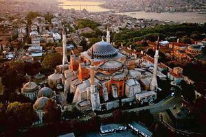 Θέλουν να ξαναγίνει τέμενος η Αγία Σοφία