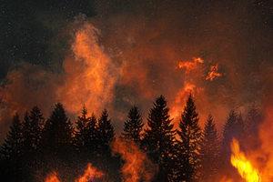 Σε εξέλιξη η πυρκαγιά στην Εύβοια