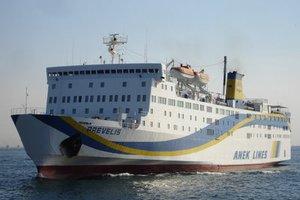 Επιβατικό πλοίο προσέκρουσε στο λιμάνι της Σητείας