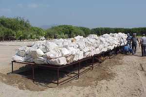 Έκρυψαν σε κιβώτια με ξύλα 679 κιλά κοκαΐνης
