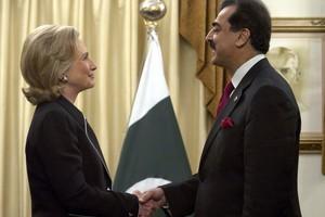 Η Χίλαρι Κλίντον ζητάει περισσότερα από το Πακιστάν