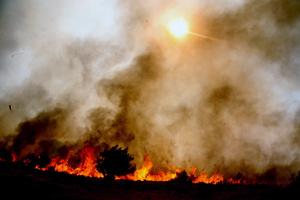 Μαίνεται η φωτιά στην Κέρκυρα