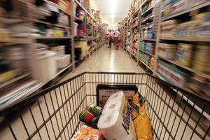Η κρίση «λύγισε» τα σούπερ μάρκετ