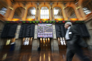 Λυγίζουν μπροστά στις πιέσεις οι ευρωαγορές