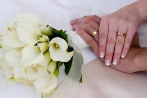 Αποζημίωση επειδή άλλαξε επώνυμο μετά το γάμο
