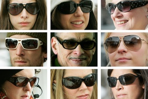 Τυφλώνουν τα «μαϊμού» γυαλιά ηλίου, που φορούν 7 στους 10 Έλληνες