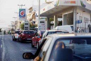 «Στεγνώνουν» τα βενζινάδικα