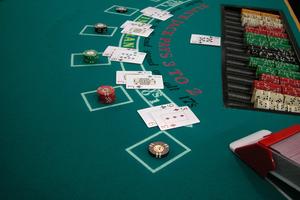 Αρχιφύλακας πιάστηκε στα πράσα να παίζει παράνομο πόκερ
