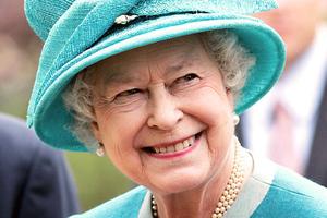 Η βασίλισσα Ελισάβετ ξεσπά... ξεβοτανίζοντας