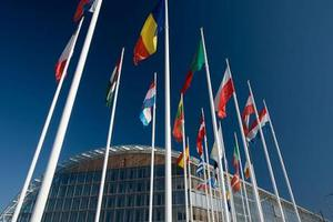 Στις «υπερβολικές» ανισορροπίες των οικονομιών Ελλάδας, Κύπρου και Ιταλίας αναφέρεται ο διεθνής Τύπος