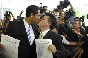 Αναστέλλονται οι γάμοι ομοφυλόφιλων στην Καλιφόρνια