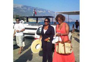 Χλιδάτες διακοπές και πρόωρη αναχώρηση για την Όπρα