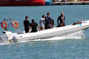 Εντοπίστηκε το σκάφος με τους λαθρομετανάστες