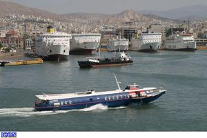 Μηχανική βλάβη σε ιπτάμενο δελφίνι έξω από το λιμάνι της Αίγινας