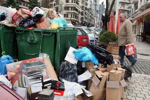 Τόνοι σκουπιδιών «πνίγουν» την Αλεξανδρούπολη