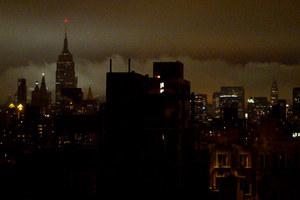 Κάθε βράδυ τα φώτα στη Νέα Υόρκη σβήνουν