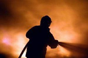 Φωτιά σε κατάστημα στα Εξάρχεια
