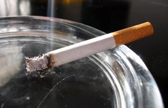 Πώς θα φύγει η μυρωδιά του τσιγάρου από το σπίτι