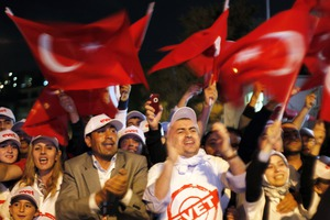 Χιλιάδες Τούρκοι στους δρόμους