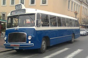 Τι κάνει ένα λεωφορείο του 1957 στο κέντρο της πόλης;