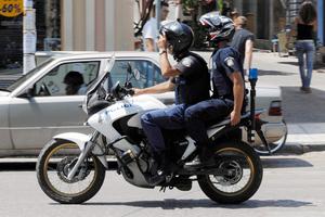 Αστυνομικοί «πουλούσαν» προστασία σε μαγαζιά με φρουτάκια